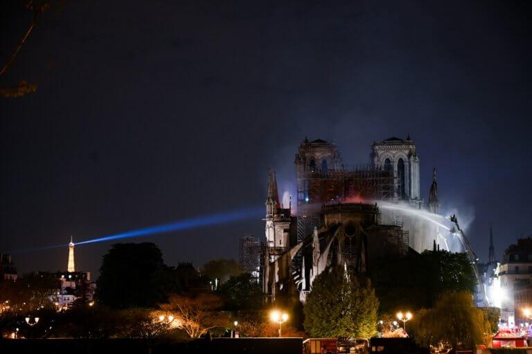 Παναγία των Παρισίων: Είμαστε αλληλέγγυοι στους Χριστιανούς αδελφούς μας λένε οι Μουσουλμάνοι της Γαλλίας