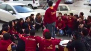 Σοκαριστικό ατύχημα! Αυτοκίνητο παρέσυρε οπαδούς της Γαλατασαράι – video