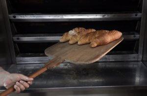 Θεσσαλονίκη: Ψωμί για τρεις ημέρες θα φουρνιστεί το Μεγάλο Σάββατο
