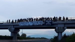 ΠΑΟΚ: Ταξίδι… αγάπης! Οπαδοί περίμεναν το πούλμαν – «Πονάνε τα μυαλά μας» video