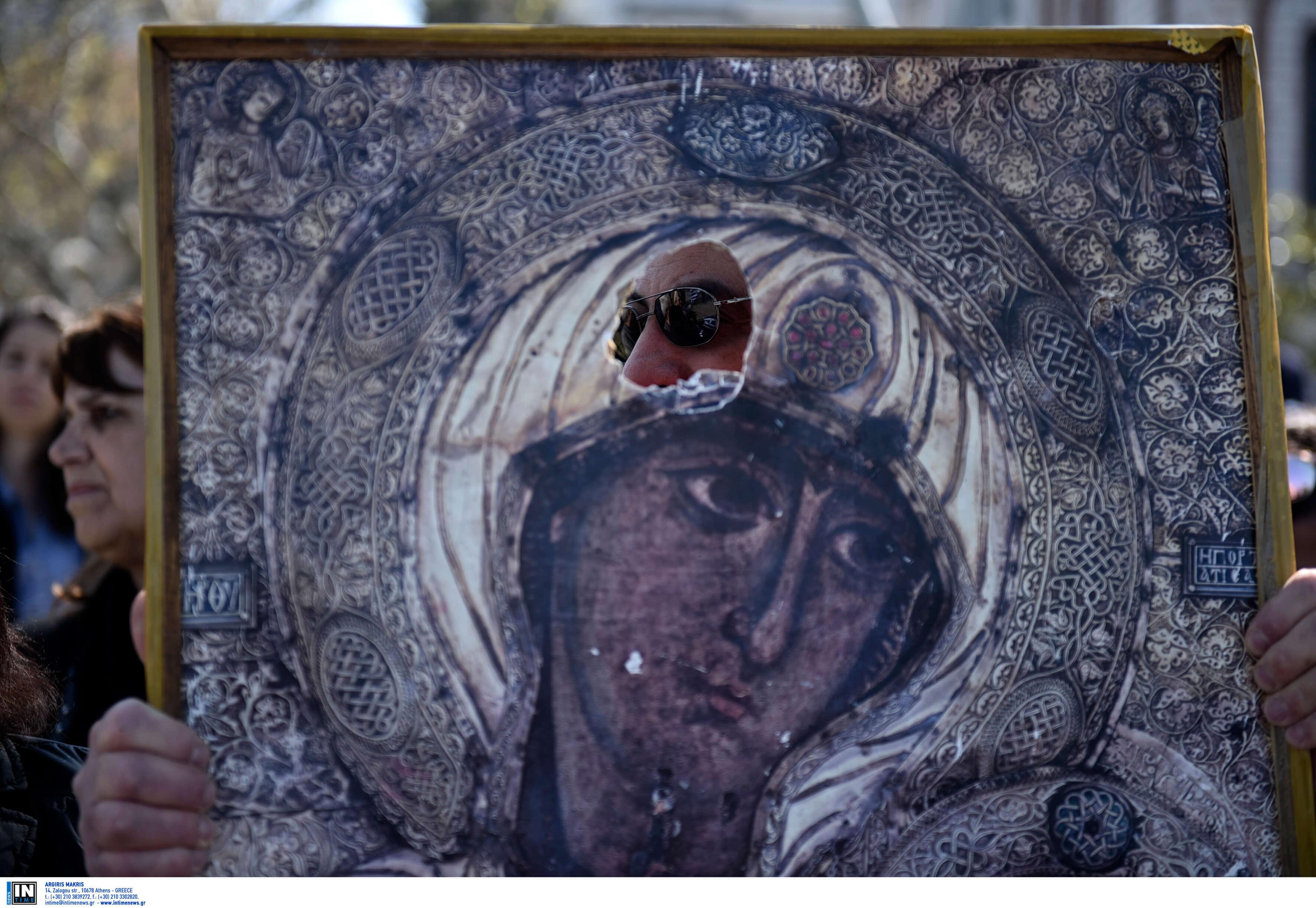Θεσσαλονίκη: Λύθηκε το μυστήριο με την εικόνα της Παναγίας που βρέθηκε άθικτη μετά από φωτιά!