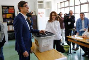 Βόρεια Μακεδονία – Εκλογές: Μπροστά με μικρή διαφορά ο Πενταρόφσκι