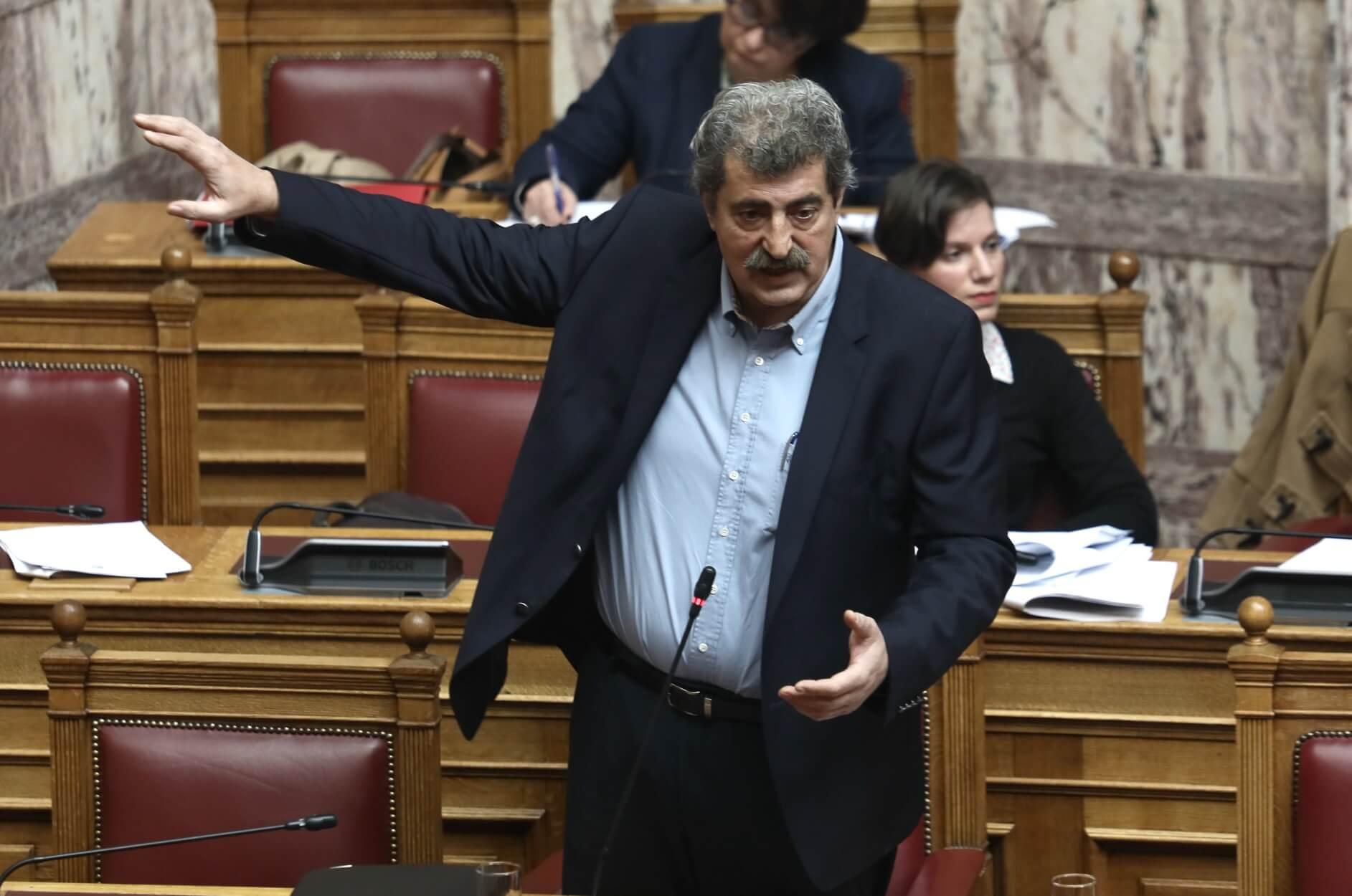 """Ψήφος εμπιστοσύνης: Επεισόδιο μεταξύ Μητσοτάκη και Πολάκη στα έδρανα της Βουλής! """"Είσαι φασίστας, θα τα πούμε αύριο"""""""