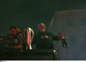 ΠΑΟΚ: Ο Σαββίδης δεν αποχωρίζεται την κούπα του πρωταθλητή! pic