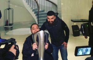 ΠΑΟΚ: Ο Σαββίδης χάρισε το μετάλλιο του σε οπαδό! pics