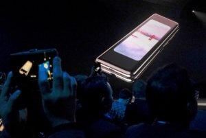 Samsung: Αναδίπλωση για το Galaxy Fold με την οθόνη που διπλώνει!