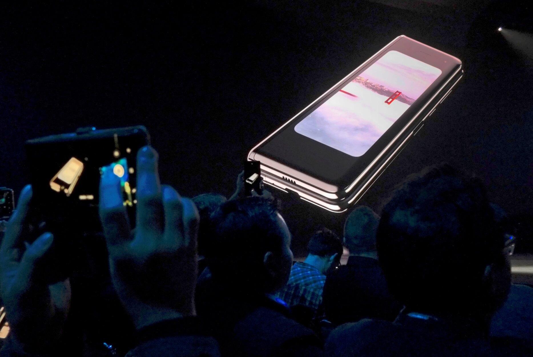 "Samsung: ""Αναδίπλωση"" για το Galaxy Fold με την οθόνη που διπλώνει αλλά ραγίζει!"