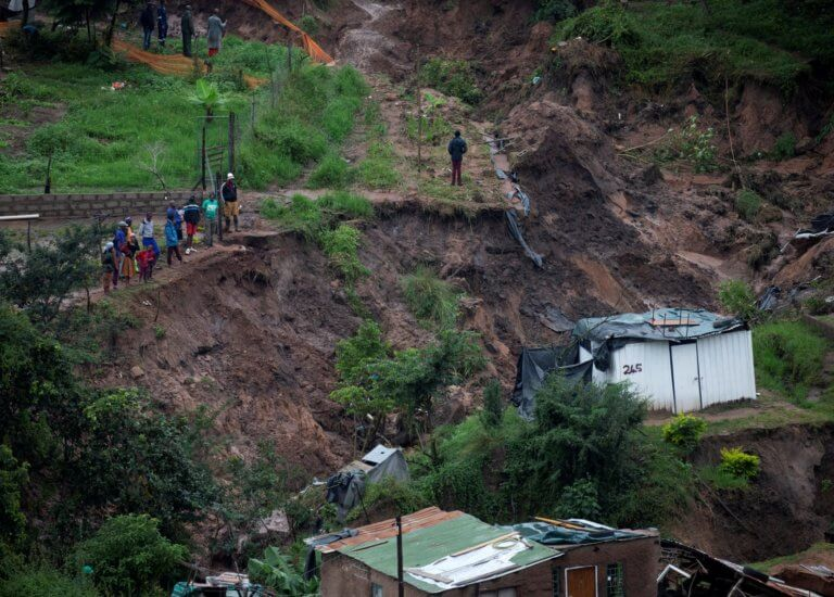 Νότια Αφρική: Άνοιξαν οι ουρανοί – 33 νεκροί – 10 παιδιά αγνοούνται!