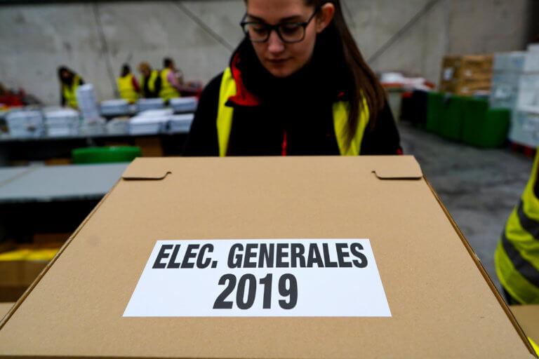 Ισπανία – Εκλογές: Άνοιξαν οι κάλπες – Φαβορί ο Σάντσεθ, «ρυθμιστής» η ακροδεξιά