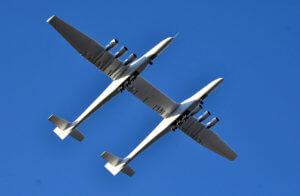Προκαλεί δέος το Stratolaunch! Πρώτη πτήση για το μεγαλύτερο αεροπλάνο στον κόσμο! – video