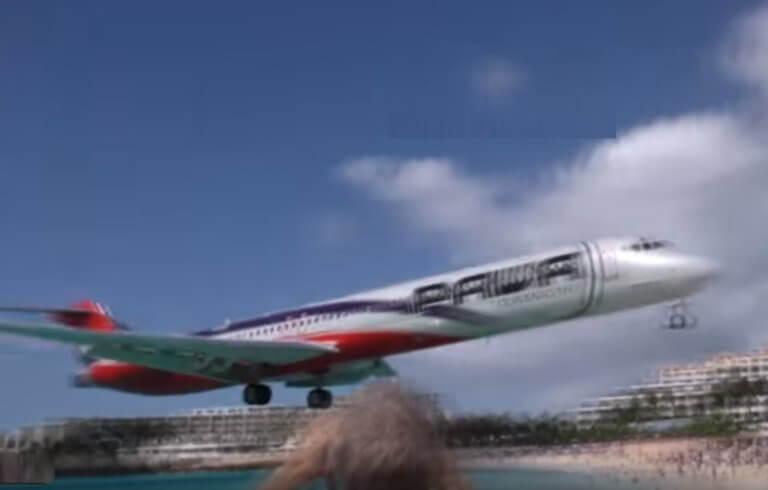 Αυτό είναι το πιο επικίνδυνο αεροδρόμιο στον κόσμο! Βίντεο που κόβει την ανάσα