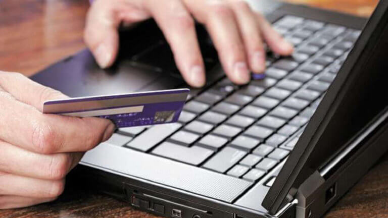 Οι μισοί καταναλωτές θα συνεχίσουν τις ηλεκτρονικές αγορές και μετά την πανδημία