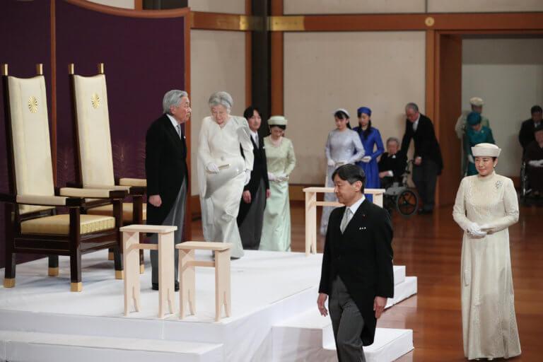 Ιαπωνία: Τέλος εποχής για τον αυτοκράτορα Ακιχίτο – Παρέδωσε στον γιο του Ναρουχίτο [video, pics]