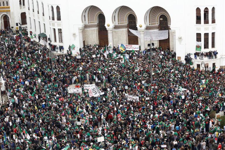 Αλγερία: Συνεχίζονται οι διαδηλώσεις μετά το στρατιωτικό πραξικόπημα