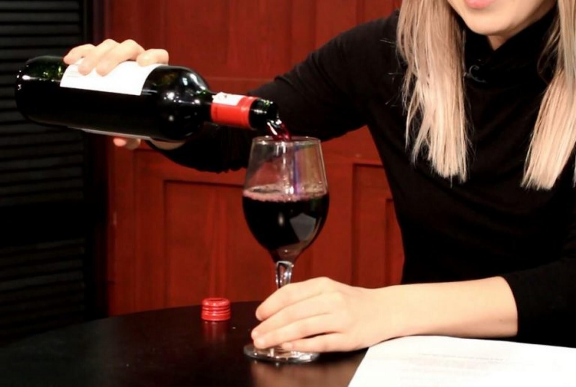 Διάσημη ηθοποιός σταματά το ποτό για χάρη του παιδιού της! video