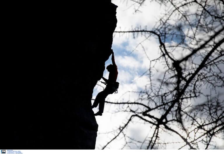 Αρκαδία: Αίσιο τέλος στην περιπέτεια Γερμανού αναρριχητή στο Λεωνίδιο – Τον έσωσαν πυροσβέστες!