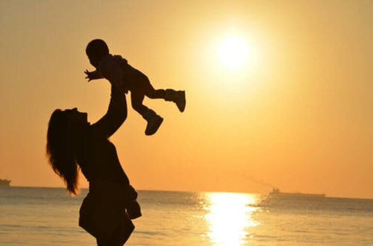 «Άνοιξε» η ηλεκτρονική πλατφόρμα για αναδοχή και υιοθεσία παιδιών