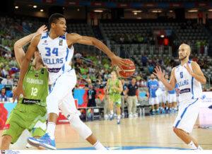 Καλάθη δίπλα σε Αντετοκούνμπο θέλει η FIBA! Νέα αποθέωση για τον Νικ – video