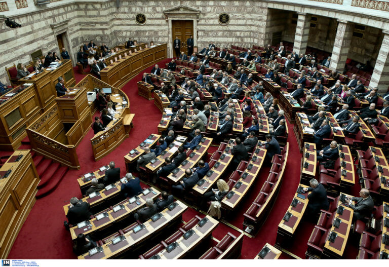 «Ναι» από την Βουλή στην άρση ασυλίας για Λοβέρδο και Σαλμά