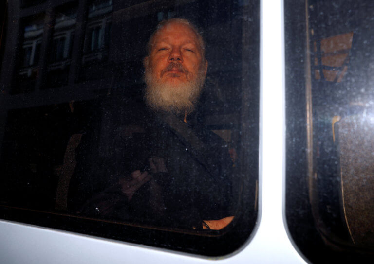Σουηδία: Να εκδοθεί ένταλμα σύλληψης για τον Ασάνζ ζήτησε ο εισαγγελέας