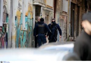 Επιχείρηση της αστυνομίας σε κατάληψη στα Εξάρχεια