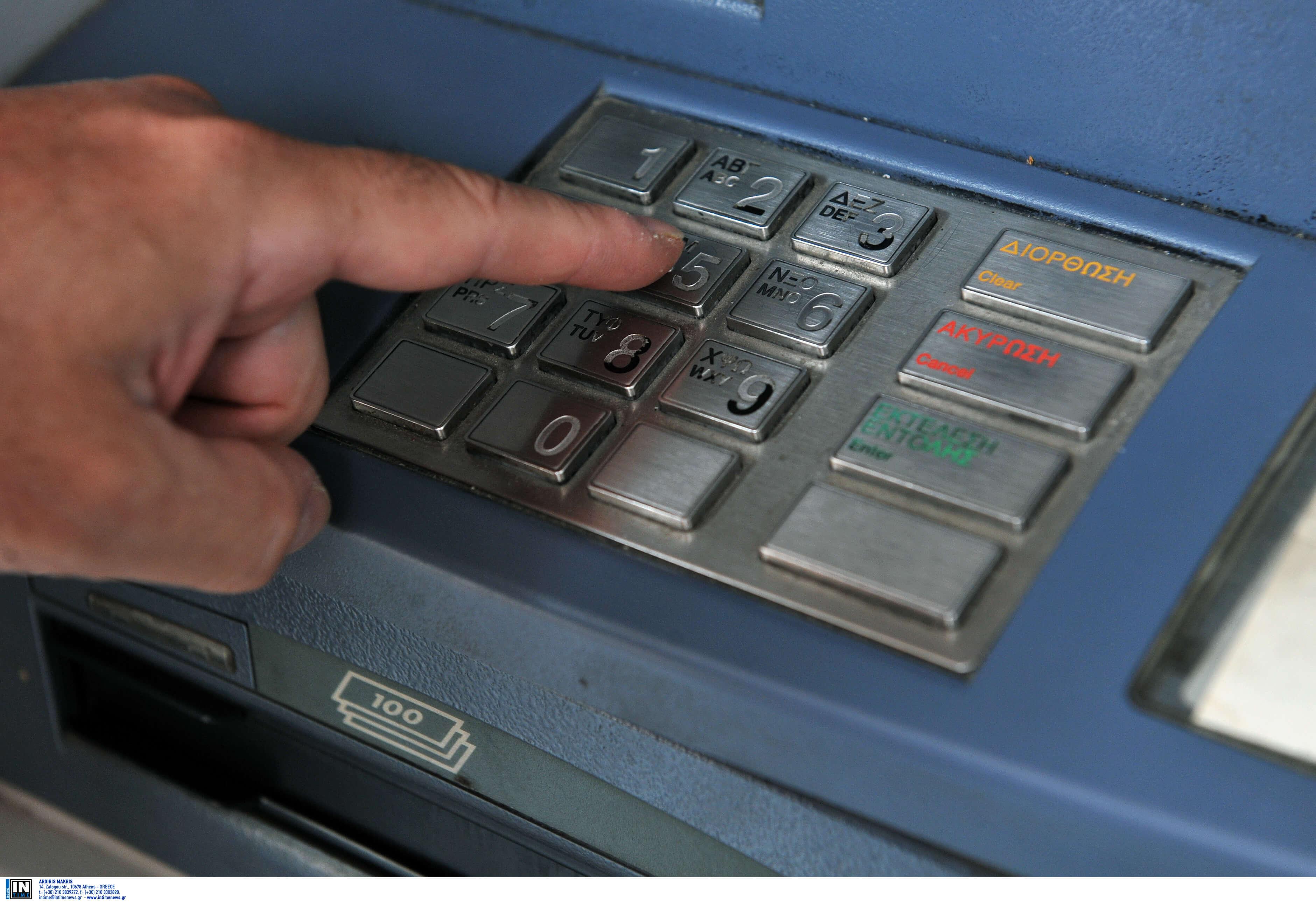 Πάτρα: Ο τυπικός υπάλληλος βρήκε τον τρόπο να αυξήσει τις τραπεζικές του καταθέσεις – Έτσι έβαζε χέρι στο ταμείο!