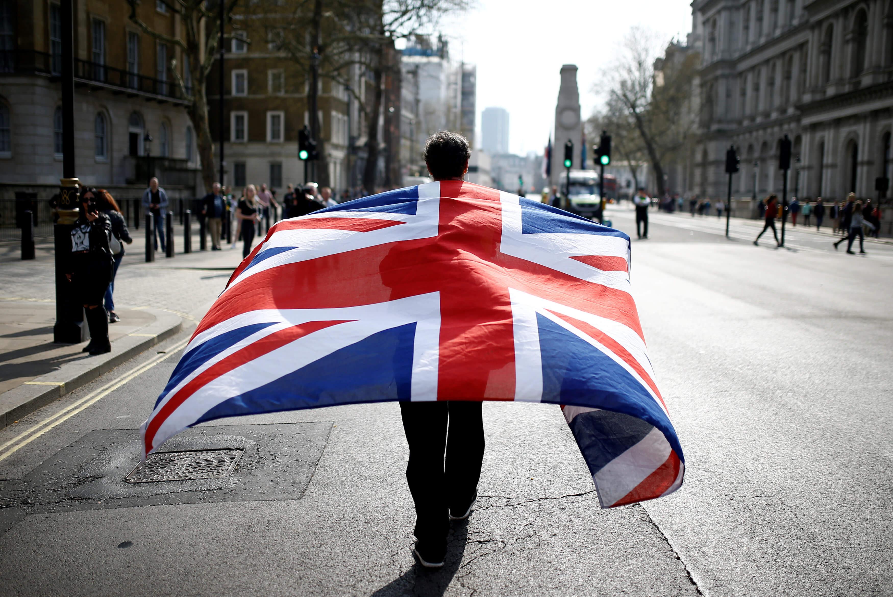 Brexit: Έγινε το πρώτο βήμα ανάμεσα σε Μέι και Κόρμπιν – Που συμφώνησαν