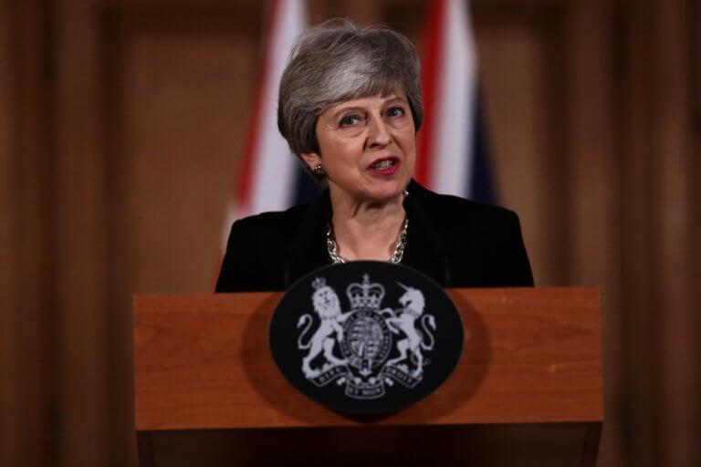 Brexit: Αποδέχεται την πρόταση Μέι για κοινή λύση ο Κόρμπιν – Τι λένε τα ΜΜΕ για το διάγγελμα