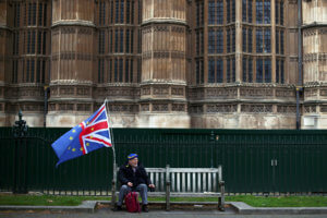 Brexit: Με μια ψήφο διαφορά το «ναι» στην αναβολή του