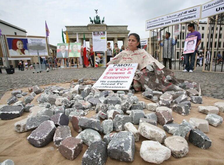 Μισόλογα από το Μπρουνέι μετά τον σάλο για τον θάνατο δια λιθοβολισμού των ομοφυλόφιλων