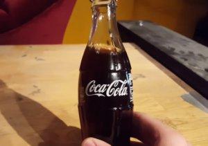 Coca-Cola: 100.000 δολάρια για ένα από τα πρωτότυπα γυάλινα μπουκάλια της!