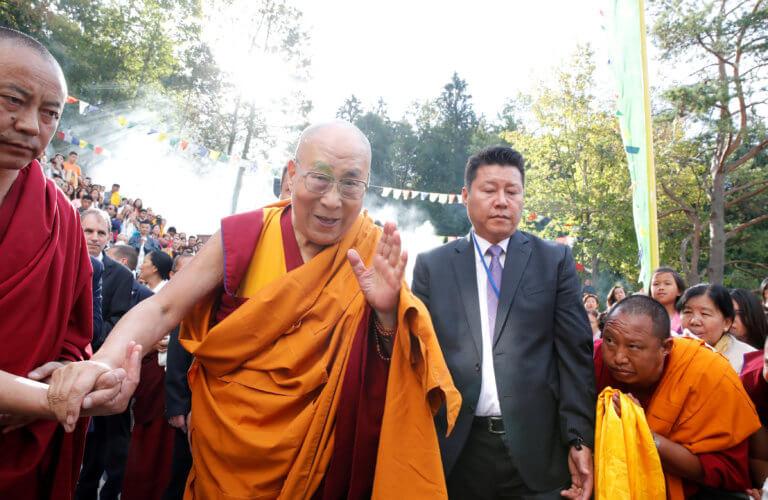 Τέλος η περιπέτεια υγείας για τον Δαλάι Λάμα – Πήρε εξιτήριο από το νοσοκομείο
