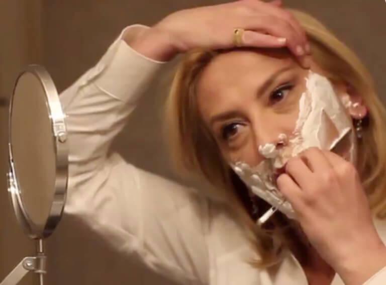 Πρωταπριλιά: Η Ρένα Δούρου κόβει τα… «μούσια» [video]