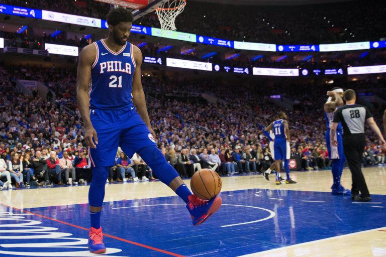 "NBA: Τον ισοπέδωσε! ""Φονική"" αγκωνιά του Εμπίιντ στον Άλεν – video"