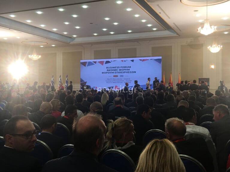 Τσίπρας στα Σκόπια: Αναστατωμένοι οι Έλληνες επιχειρηματίες που τον συνοδεύουν