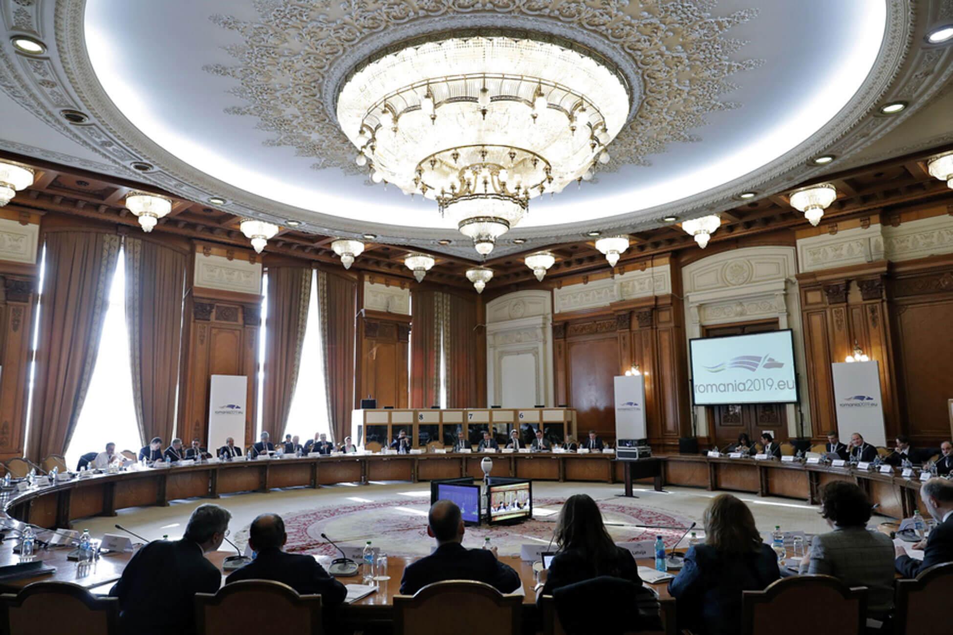 """Δέσμευση για μείωση του αφορολόγητου – Η δήλωση του Eurogroup για την Ελλάδα – """"Ναι"""" Ρέγκλινγκ σε πρόωρη αποπληρωμή του ΔΝΤ"""