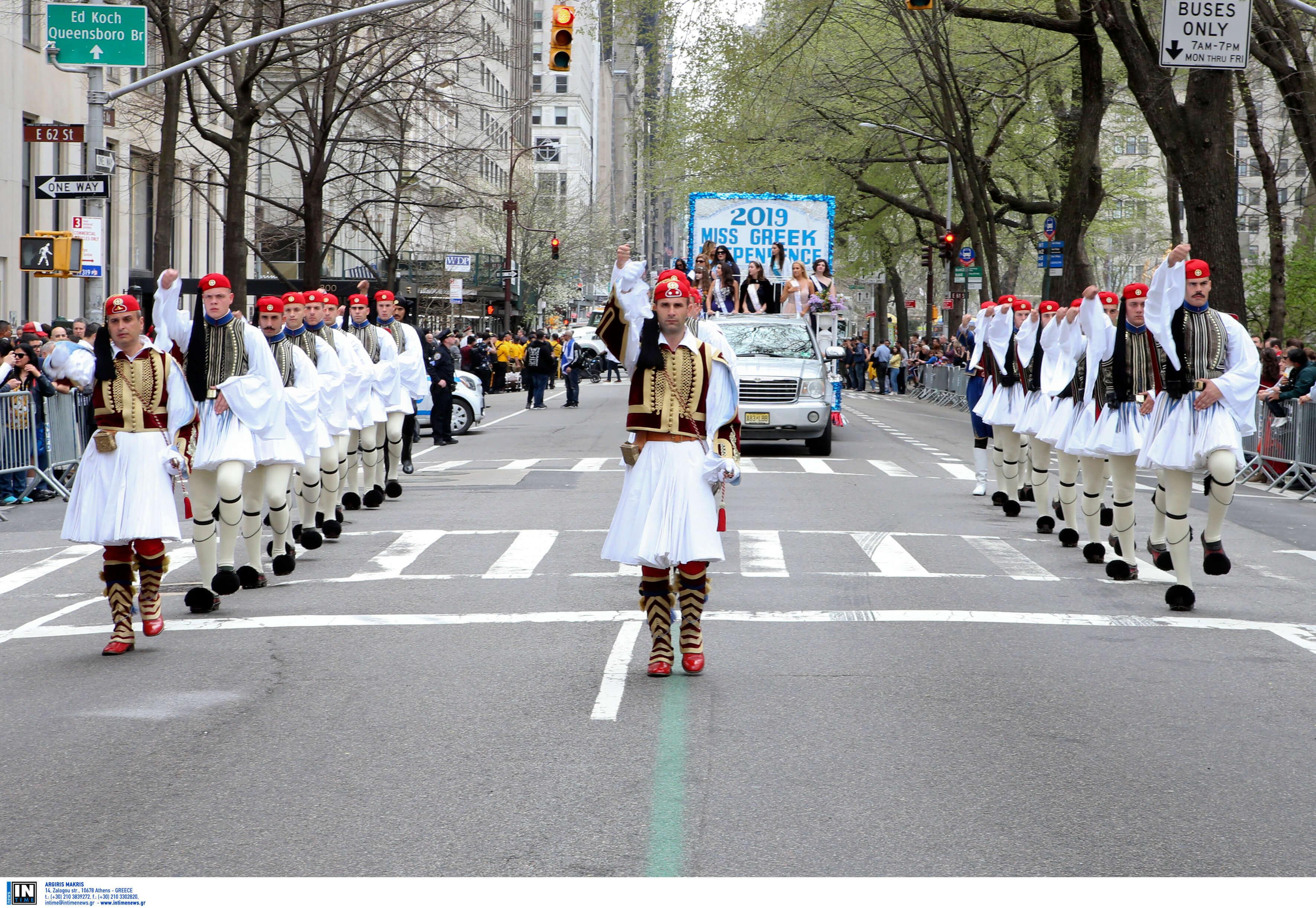 """""""Σείστηκε"""" η Νέα Υόρκη από τους εύζωνες της Προεδρικής Φρουράς [pics]"""
