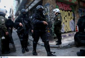 Θύμα ξυλοδαρμού άνδρας στα Εξάρχεια γιατί φορούσε μπλούζα με σύνθημα για τη Μακεδονία