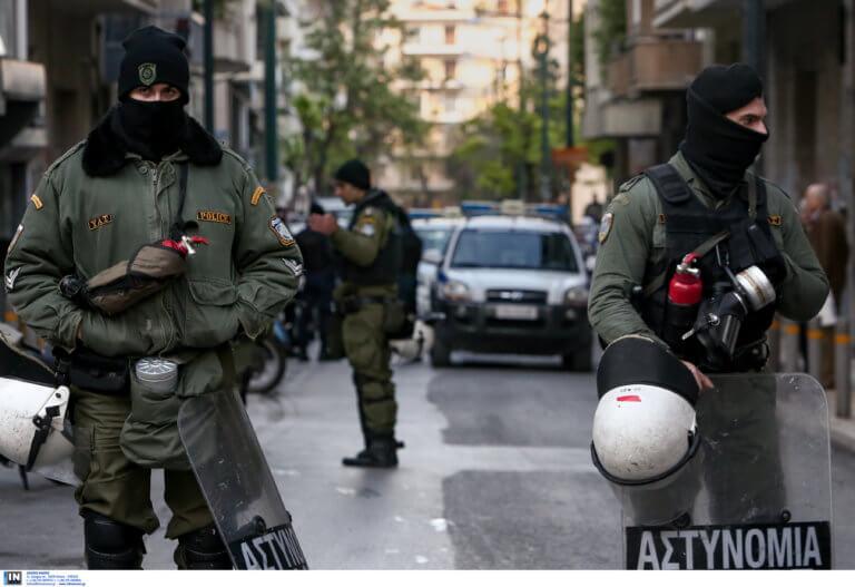 Επιχείρηση «σκούπα» στα Εξάρχεια: 70 προσαγωγές και μια σύλληψη