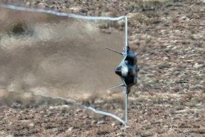 Κόβουν την ανάσα οι ελιγμοί σε «απόσταση αναπνοής» των μαχητικών αεροσκαφών στην «Κοιλάδα του Θανάτου» ! [vid]