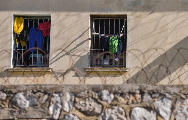 Τρίκαλα: Τον σκότωσε στο ξύλο μέσα στις φυλακές – Κρατούμενος έπεσε νεκρός!