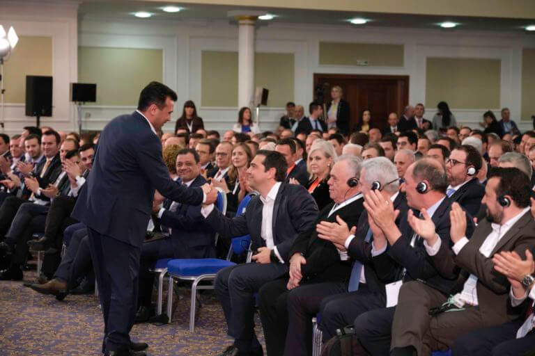 Επίσκεψη Τσίπρα στα Σκόπια: Παρασκήνιο, προχειρότητα και γκρίνια από τους επιχειρηματίες