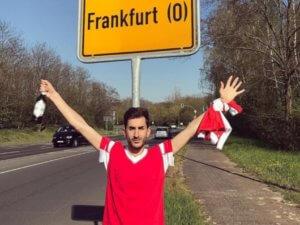 Απίστευτο! Οπαδός της Μπενφίκα ταξίδεψε σε… λάθος Φρανκφούρτη [pics]