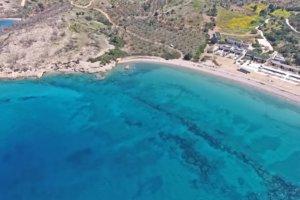Πόρτο Χέλι: Μια φυσική «πισίνα» στη σκιά του ακριβότερου ξενοδοχείου της Ευρώπης