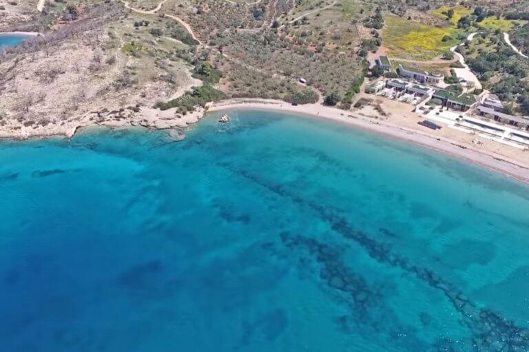 """Πόρτο Χέλι: Μια φυσική """"πισίνα"""" στη σκιά του ακριβότερου ξενοδοχείου της Ευρώπης"""