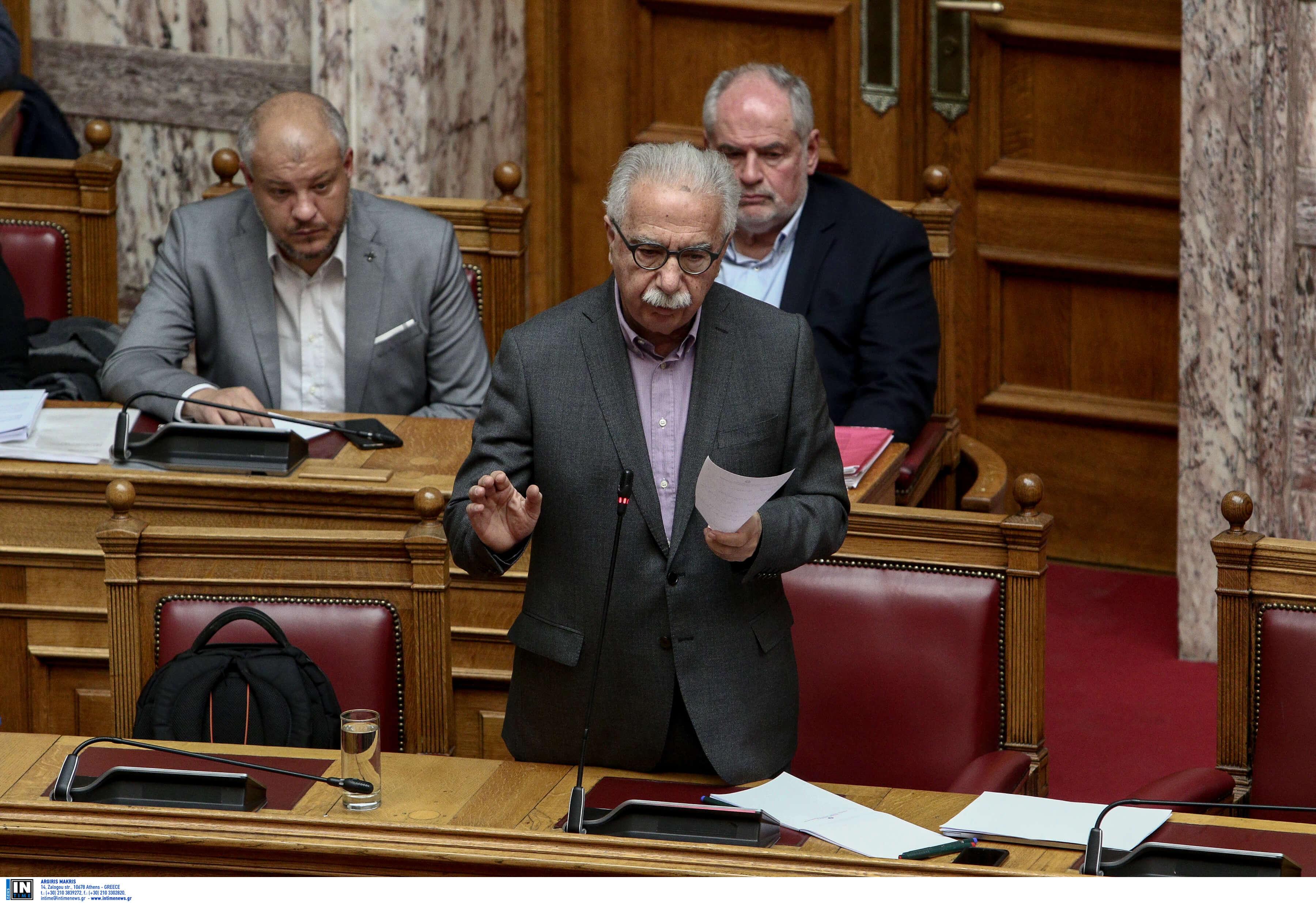 Χαμός στη Βουλή – Ειρωνείες Γαβρόγλου, οργή από το ΚΚΕ, φωνές με Βαρεμένο