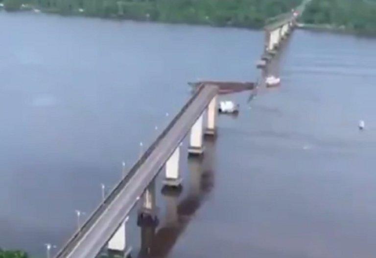 Πλοίο γκρέμισε γέφυρα στη Βραζιλία! 200 μέτρα κατέληξαν στον ποταμό! – video
