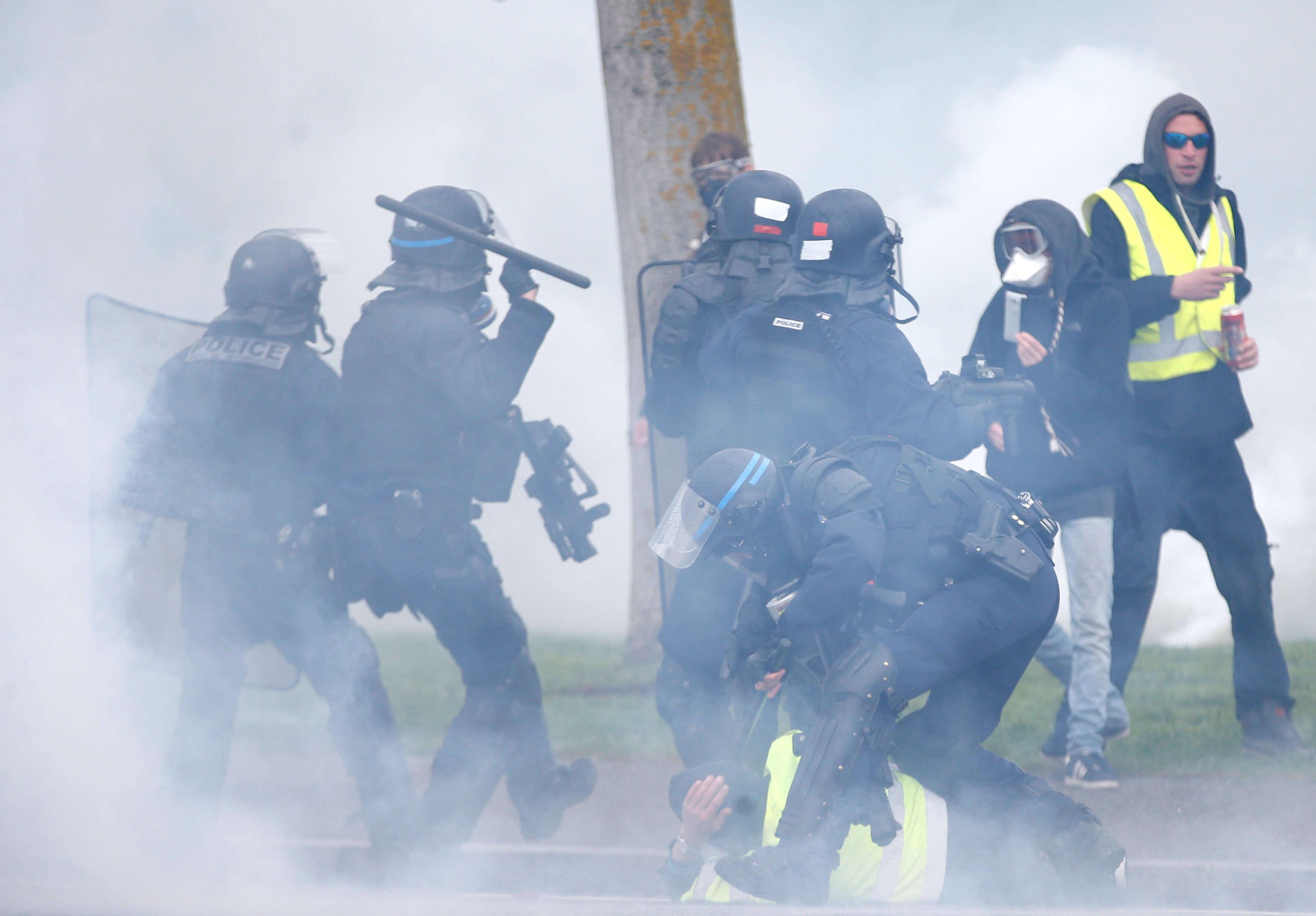 Πεδίο μάχης το Στρασβούργο στις κινητοποιήσεις των κίτρινων γιλέκων