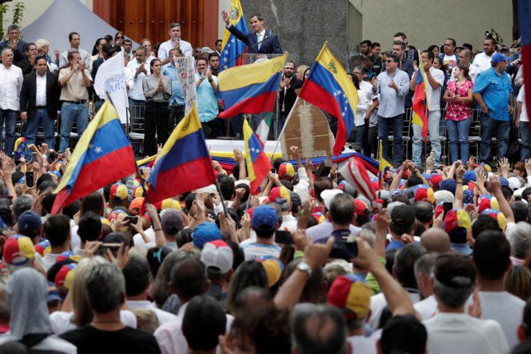 Βενεζουέλα: Την μεγαλύτερη διαδήλωση στην ιστορία της χώρας θέλει ο Γκουαϊδό την Πρωτομαγιά