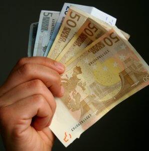 Χρέη: Κόσμος και… κοσμάκης στη ρύθμιση μέσω εξωδικαστικού μηχανισμού!